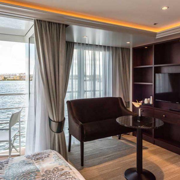 hotelkamer hotelschip Charles Dickens.